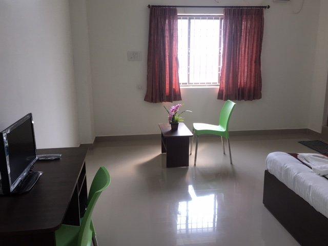 Sun Shine Hotel Unit 102, vacation rental in Muttukadu