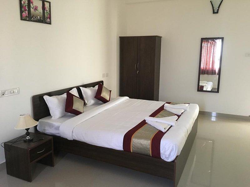 Sun Shine Hotel Unit 302, vacation rental in Muttukadu