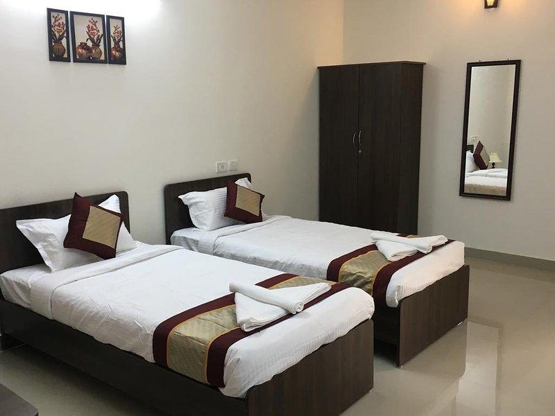 Sun Shine Hotel Unit 203, vacation rental in Muttukadu