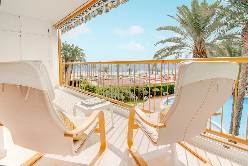 NIZA I: front sea at San Juan. Pools. WIFI., vacation rental in Sant Joan d'Alacant