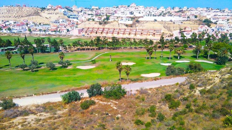 Sierra Gredos Top Floor Apartment First Line Golf Course Beautiful Views, alquiler vacacional en Ciudad Quesada