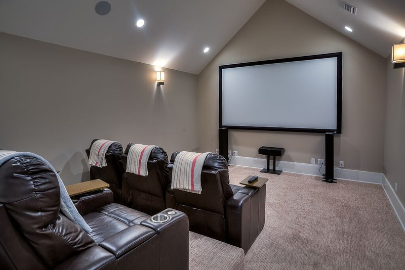 Media Room - Theater Seating for 6!
