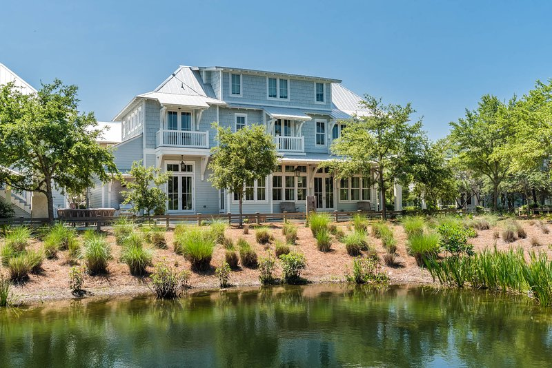 Beautiful, 7 bedroom, lakeside home