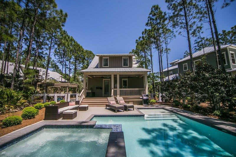37 Royal Fern Way - fabulous private backyard living!