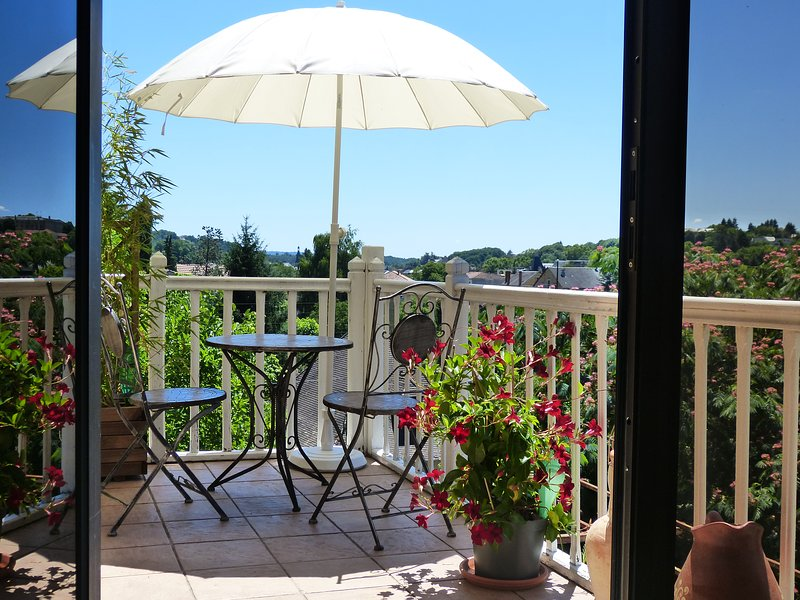 Maison Pierre D'Or, Matisse. Luxury holiday apartment in Sarlat, Dordogne, location de vacances à Sarlat la Canéda