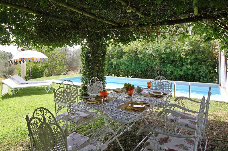 Manciano Villa Sleeps 8 with Pool Air Con and WiFi - 5696045, Ferienwohnung in La Campigliola