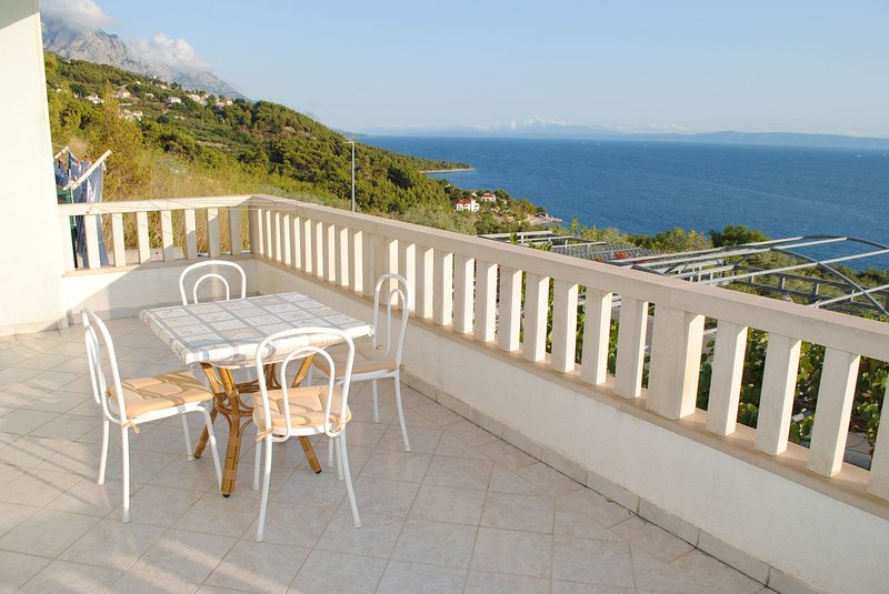 Marko A5(2+3) - Brela, vacation rental in Brela