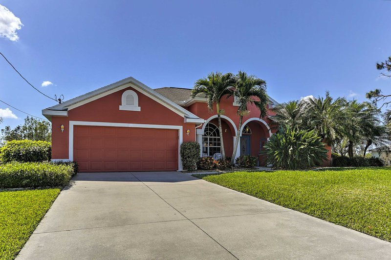 Spacious Cape Coral House w/ Private Infinity Pool, holiday rental in Matlacha