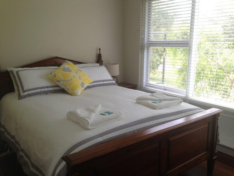 Emu Point Beach Cottages Oyster Cottage Main Bedroom