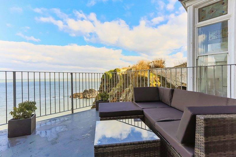 ILFRACOMBE CHEYNE BEACH VILLA | 2 Bedrooms, location de vacances à Ilfracombe