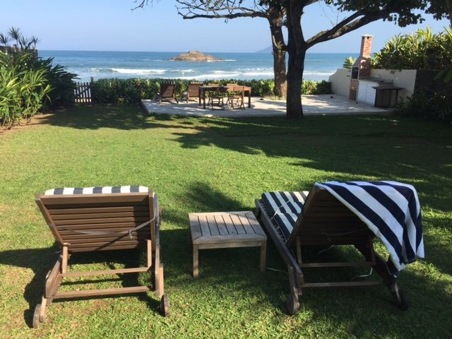 Pe in the area. Private access. Beach Front House