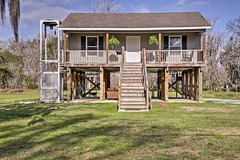 'Cajun Cottage' on Bayou Dularge w/Dock & 2 Bikes!, holiday rental in Houma