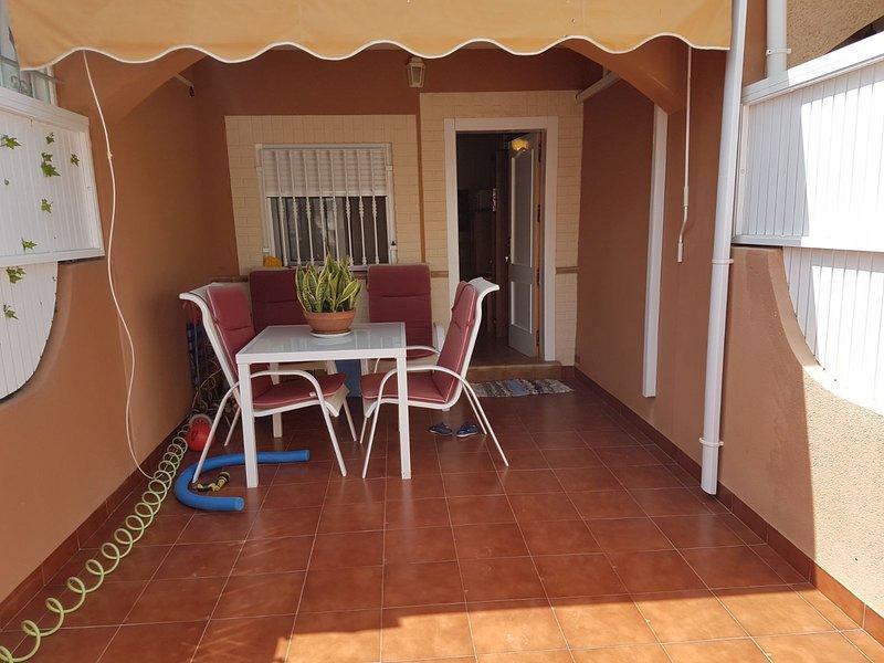 Spacious house near the beach, vacation rental in El Carmoli