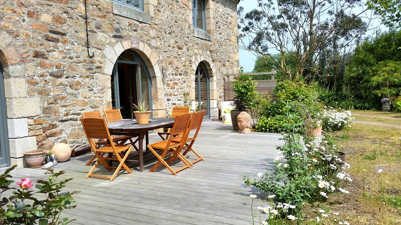 Amazing house with terrace & Wifi, holiday rental in Lezardrieux