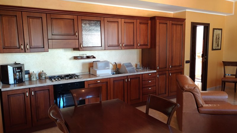 Beautiful apartment with balcony, vacation rental in Librizzi