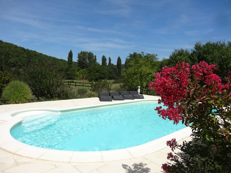 Amazing villa with swimming-pool, vakantiewoning in Florimont-Gaumier