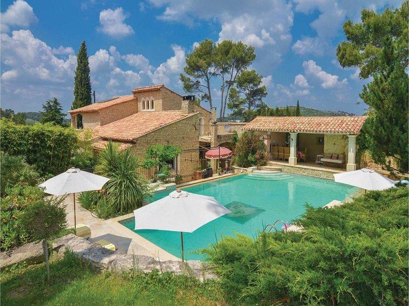 Spacious villa with swimming-pool, holiday rental in Senas