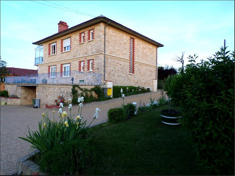 Nice apartment with garden & Wifi, holiday rental in La Bastide-l'Eveque