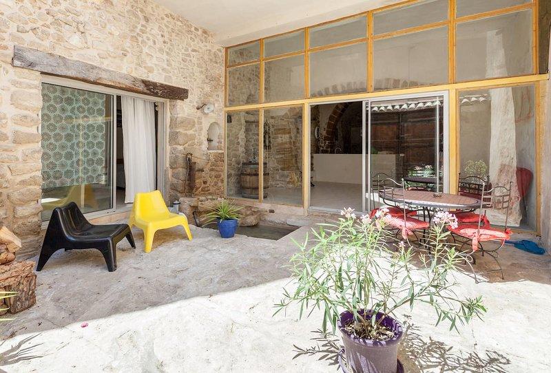 Nice house with terrace & Wifi, holiday rental in Mazan