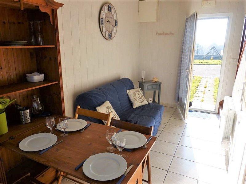 Nice apt in Saint-Léonard & Wifi, vacation rental in Ganzeville