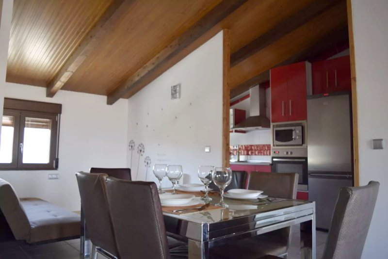 Amazing apartment with shared pool, location de vacances à Churriana de la Vega