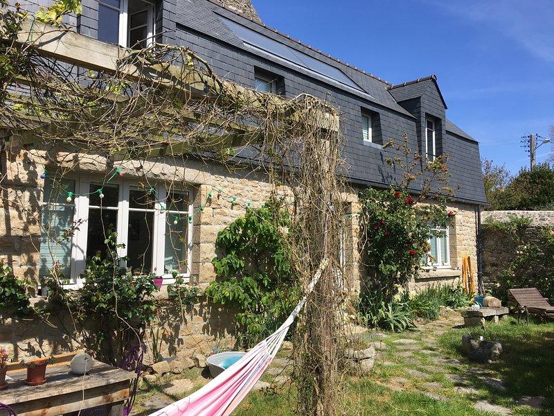 À 200m de la mer, maison écologique plein sud avec jardin clos de murs., holiday rental in Crehen