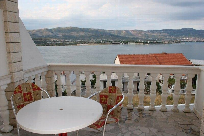 Beautiful apt with sea view & Wifi, holiday rental in Zedno