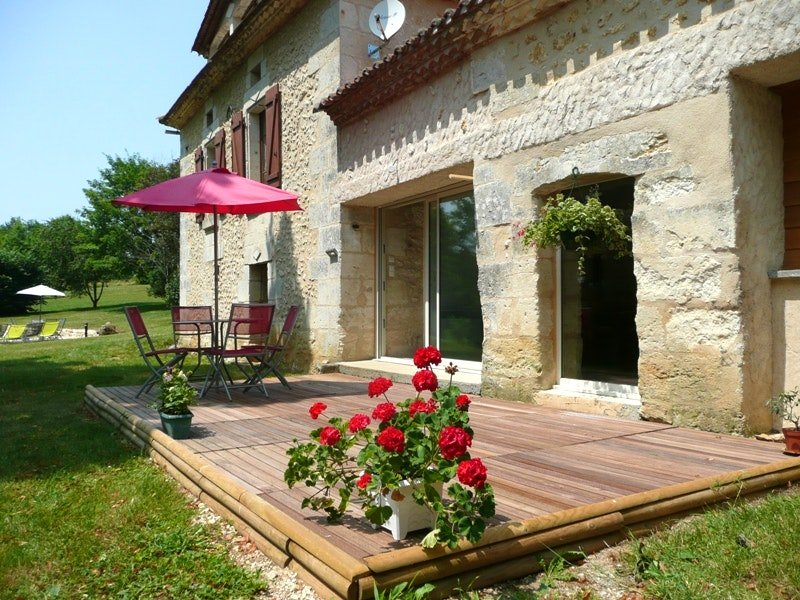 Nice house with shared pool & Wifi, holiday rental in Douzillac
