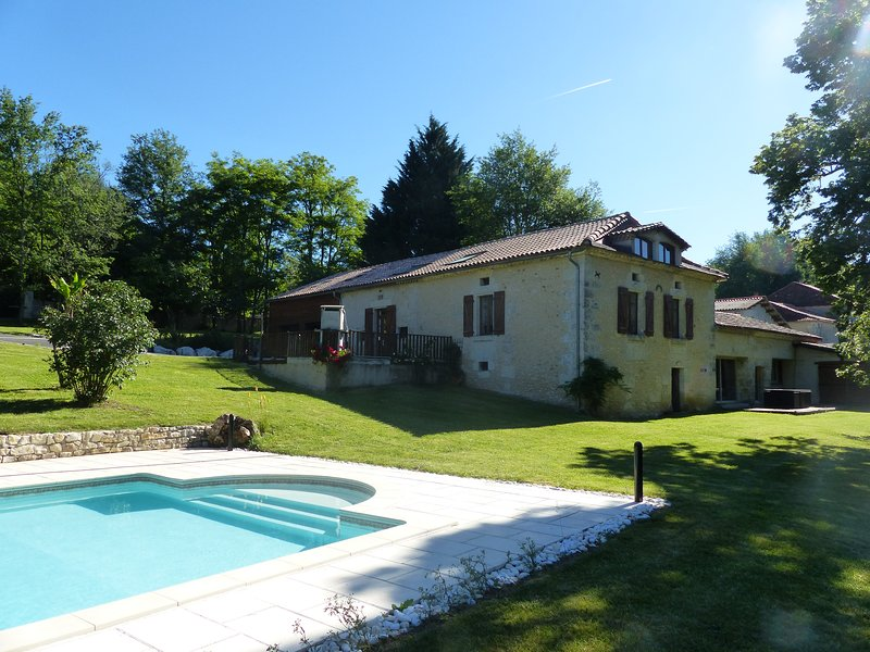 Amazing house with shared pool, Ferienwohnung in Montrem