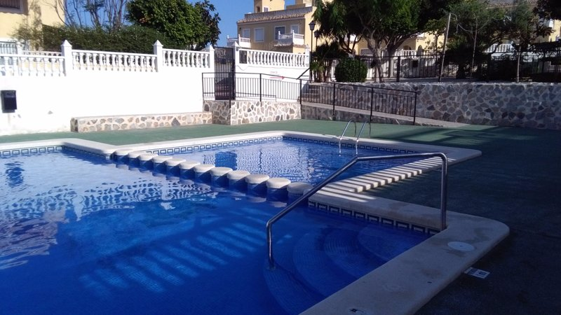 Spacious house with shared pool, location de vacances à Santa Pola