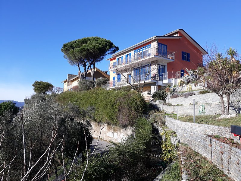 Nice apt with sea view & terrace, holiday rental in Carozzo