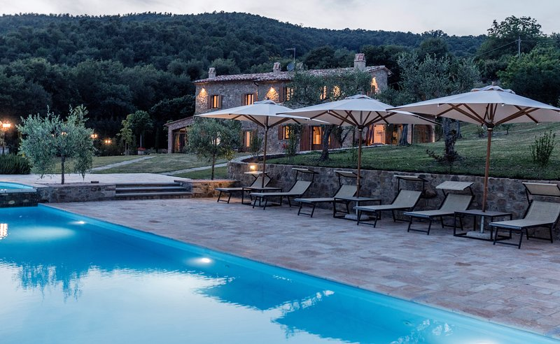 Amazing villa with swimming-pool, vacation rental in Calzolaro