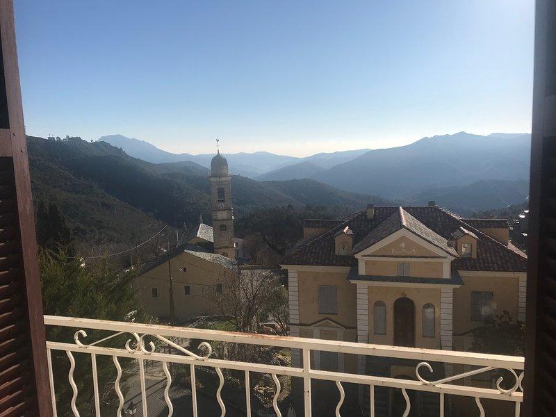 Beautiful apt with mountain view, location de vacances à Vénaco