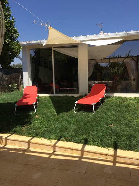 Nice villa with swimming-pool, holiday rental in Escoural