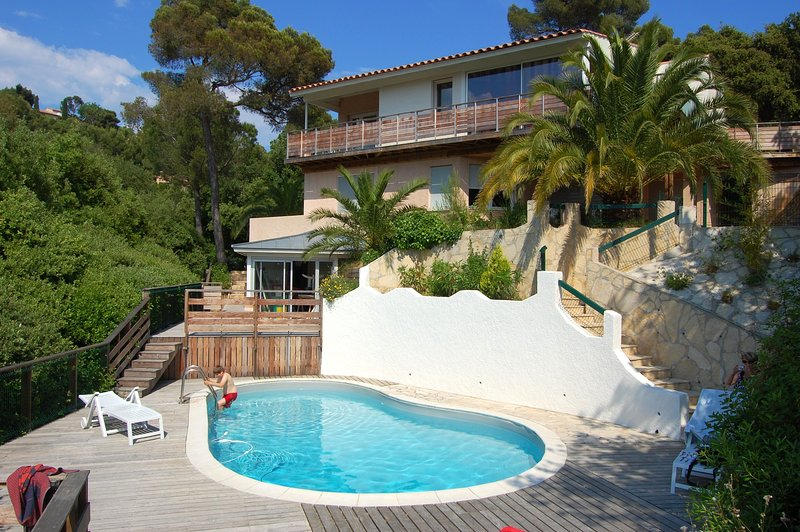 Spacious villa with swimming-pool, casa vacanza a Le Pradet