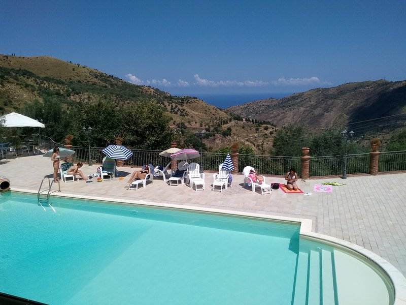 Apartment with shared pool, vacation rental in Reitano