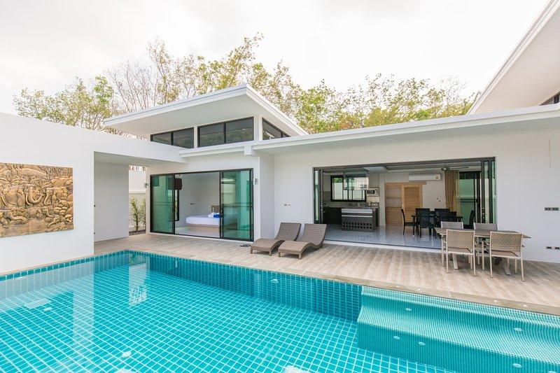 SKYPOOL,new brand villa with big private pool, location de vacances à Nai Harn