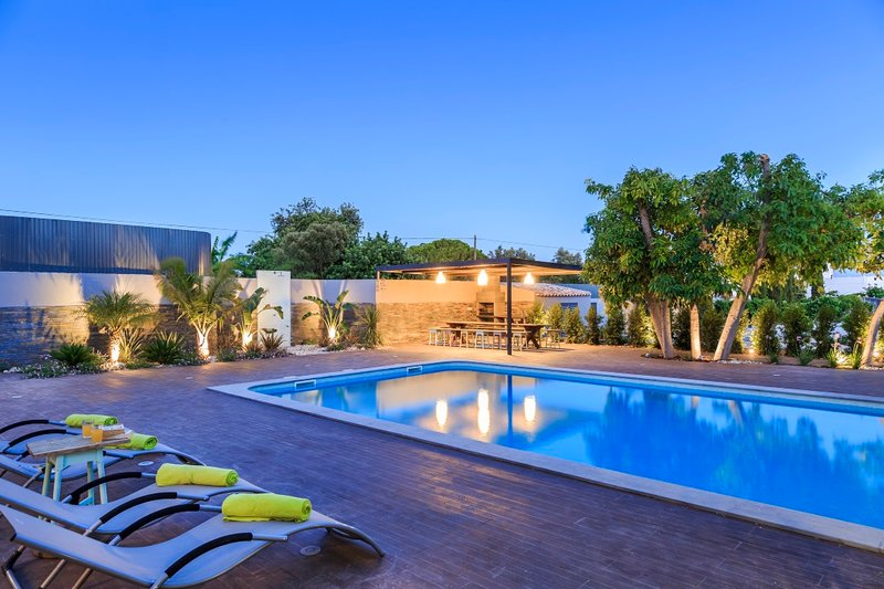 Nice apartment with shared pool, holiday rental in Quelfes