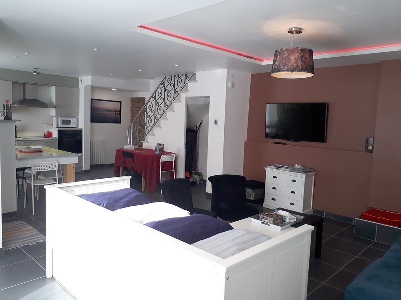 Beautiful house with terrace & Wifi, holiday rental in Landevant