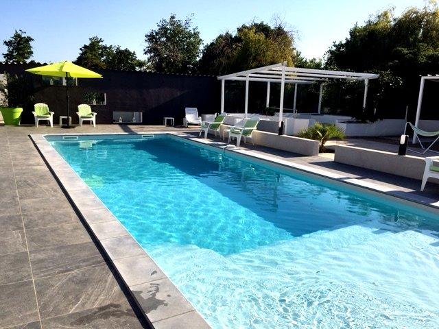 Amazing house with shared pool, aluguéis de temporada em Ghisonaccia