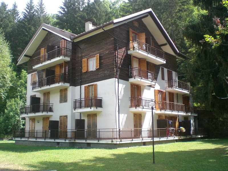 Nice apt with mountain view, vakantiewoning in Boves