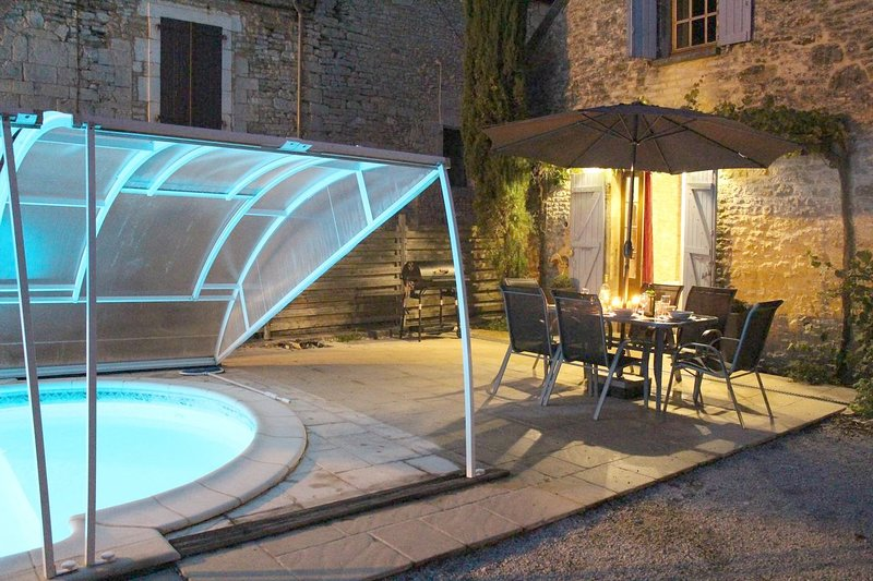 Big villa with swimming-pool & Wifi, holiday rental in Chartrier-Ferriere