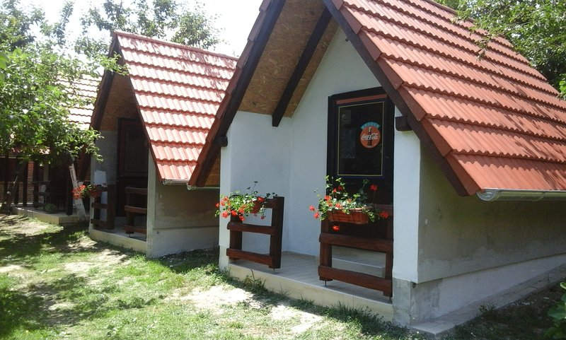 Beautiful bungalow with garden, holiday rental in Cazma