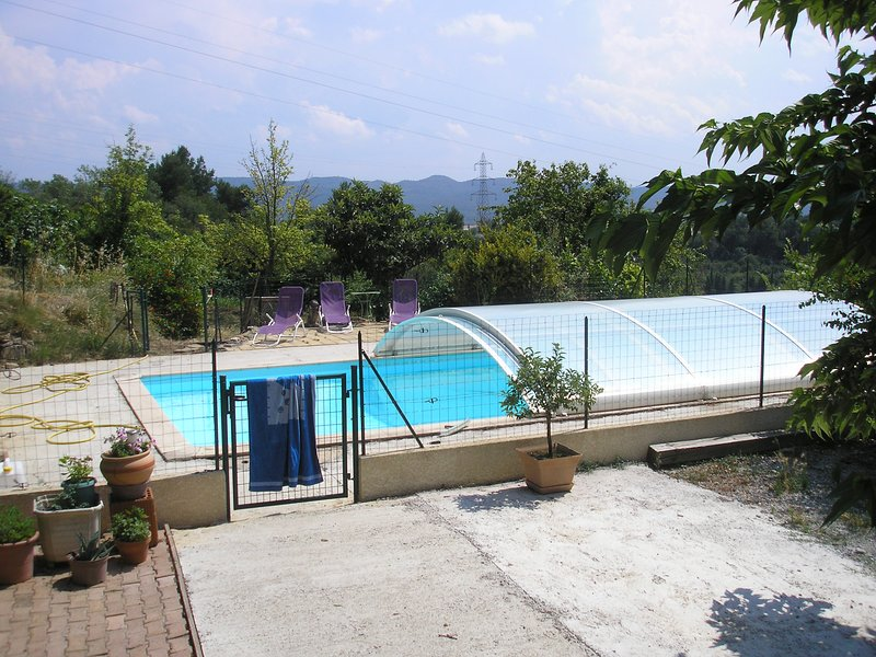Beautiful apt with shared pool, Ferienwohnung in Trebes