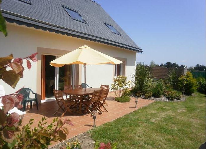 Spacious house with sea view & Wifi, location de vacances à Plougrescant
