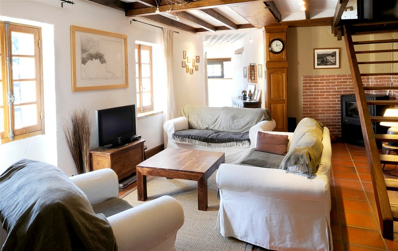 Amazing mansion with shared pool, vakantiewoning in Castelnou