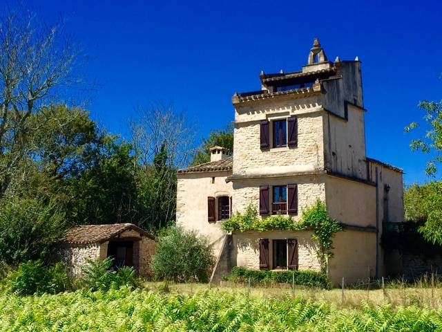 Nice house with shared pool & Wifi, alquiler vacacional en Puygaillard-de-Quercy