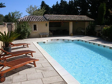 Spacious house with shared pool, holiday rental in Cavaillon