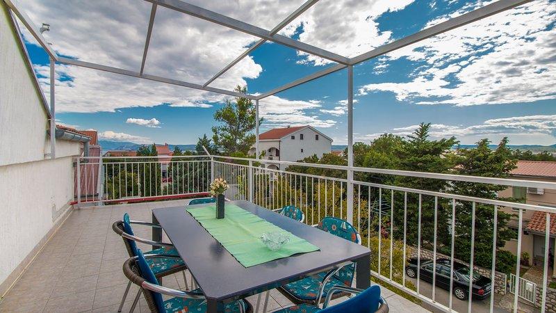 Big apartment with sea view & Wifi, location de vacances à Jadranovo