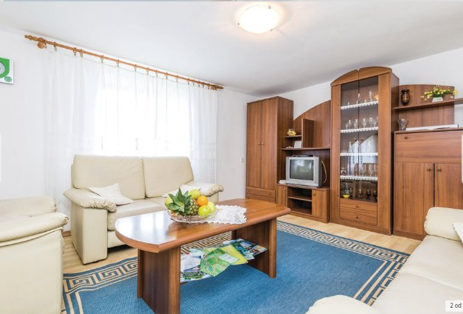 Spacious house with garden & Wifi, holiday rental in Perusic